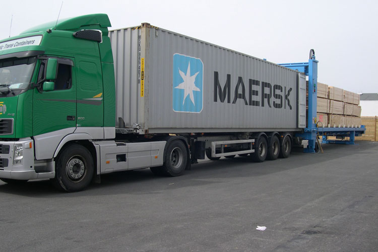 Camion charge contener